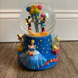 Mickey and Minnie Mouse Snowglobe
